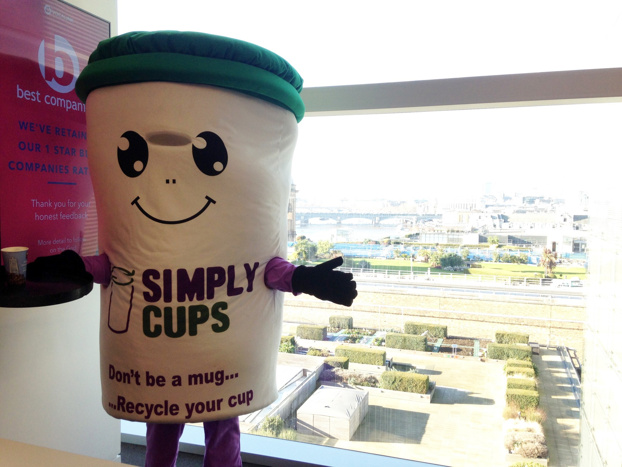 Simply Cup's Cupbert maskot
